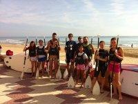 团体划桨冲浪课程