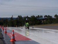 安全驾驶安全驾驶汽车行驶在雪地自行车
