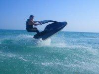 旋转水上摩托车