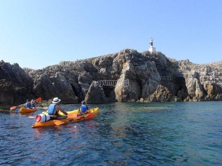 Navegando en kayak en Menorca