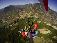 加泰罗尼亚串联航班欣赏美景显示器没有休息滑翔伞学校