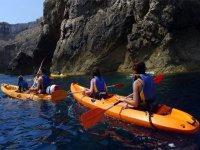 Percorso in kayak attraverso grotte, con boccaglio