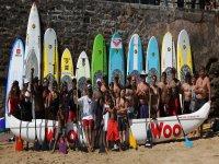 Traineras de la Concha当天与圣克拉拉岛的朋友和学生们在一起。