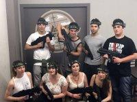 Grupo de soldados en laser camp