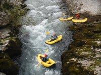 Bajando el rio en canoas hinchables