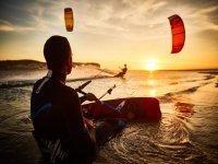 Kitesurf al atardecer en Mallorca