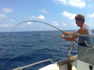 塔拉戈纳的钓鱼和船只租赁10小时。