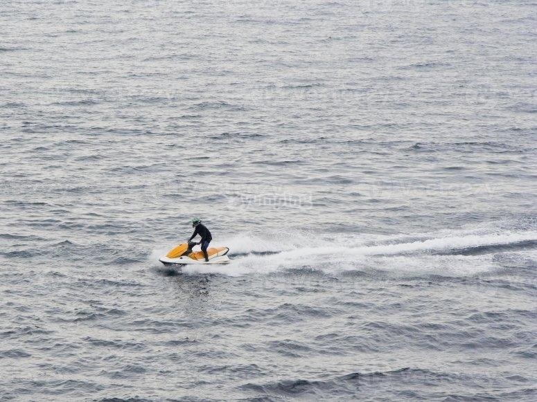 Conduce una moto de agua