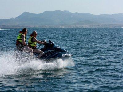 30分钟在Manga del Mar Menor的坐水上摩托车