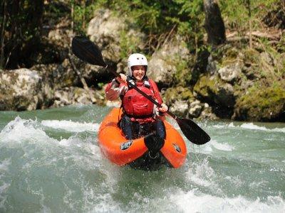 Kayak gonfiabile in discesa, fiume Noguera de Pallaresa