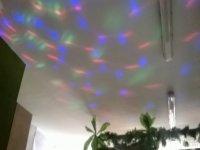 Luces de colores en el techo