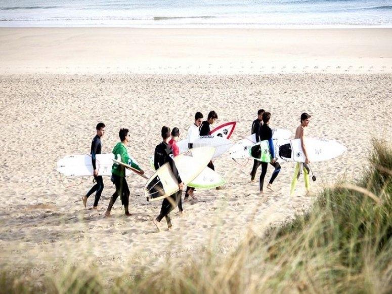 Campamento de surf menores Carballo