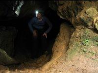 Alumbrando la cueva