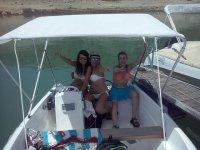 las tres chicas en el barco