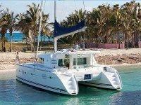 Catamarán en Bahía