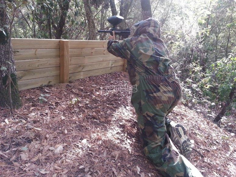 在障碍物上射击