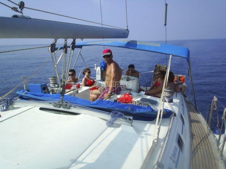 在帆船上放松