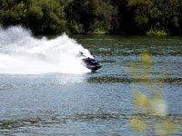 Accelerazione della moto d'acqua nella serbatoio
