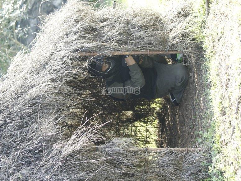 Escondido en la choza