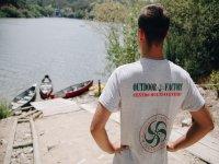 Acceso al embalse para montar en canoa