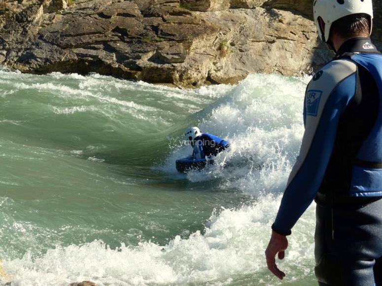 Sesión de hidrospeed en Pirineos.