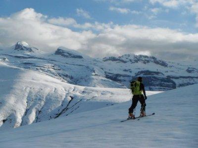半天在比利牛斯山的越野滑雪路线