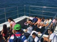 Tumbados en el barco