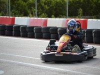 Cogiendo la curva en karting