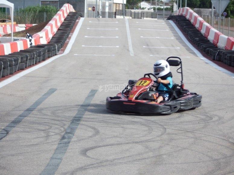 Joven piloto de karting