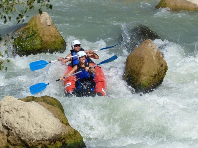 Canoe-raft through a bottleneck