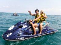 Diversión y velocidad en la moto de agua