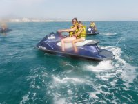 Día en familia en motos de agua