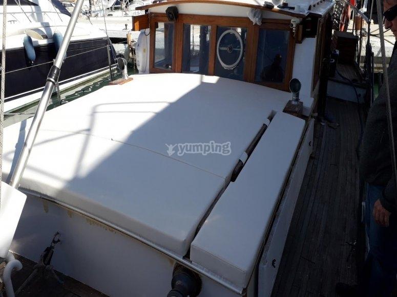 带日光浴室的帆船