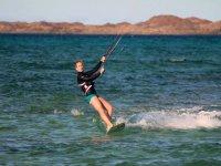 El kitesurf es casi una obligación aquí