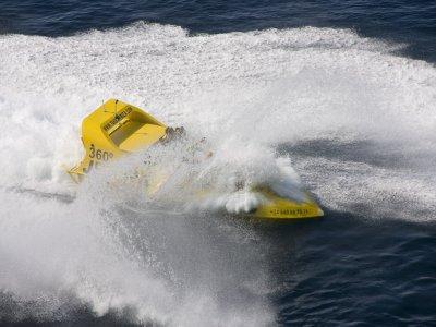 Ruta en Jet Boat 360º en costa de Ibiza