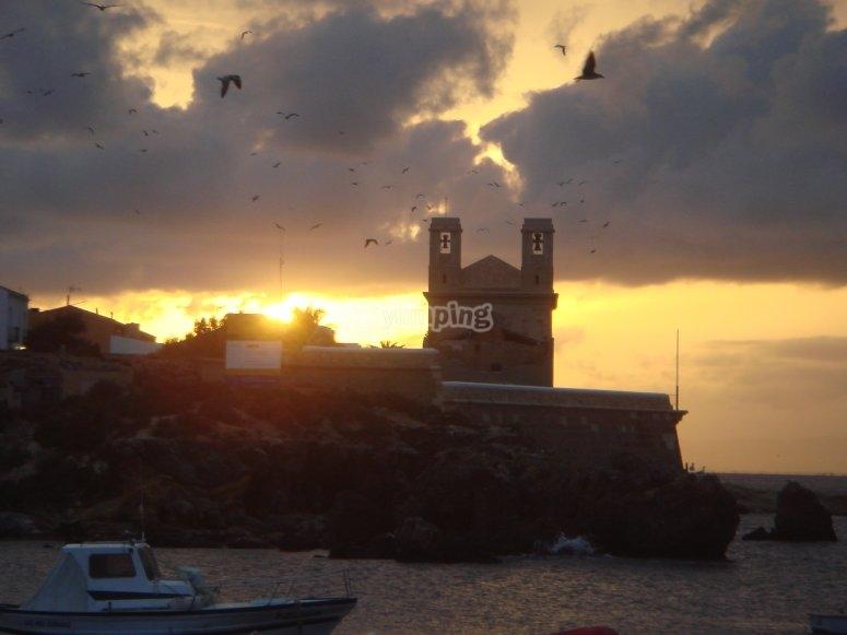 Tabarca在日落时的视图。