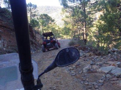 在Buggy Serrania de Ronda的洞穴之路