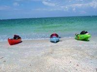 los tres kayaks