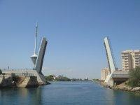 Levadizo Bridge入口Mar Menor。