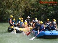 家庭漂流在河Genil,Cuevas Bajas
