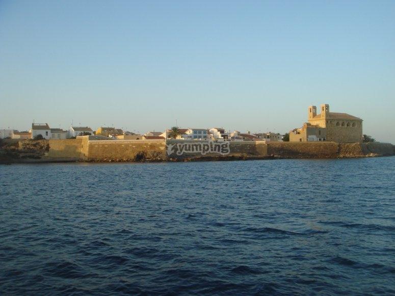 从海上看到的Tabarca。