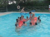 Actividades de equilibrio en la piscina