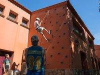 Aprendiendo a escalar en el muro artificial