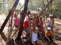 Construyendo un refugio en el arbol