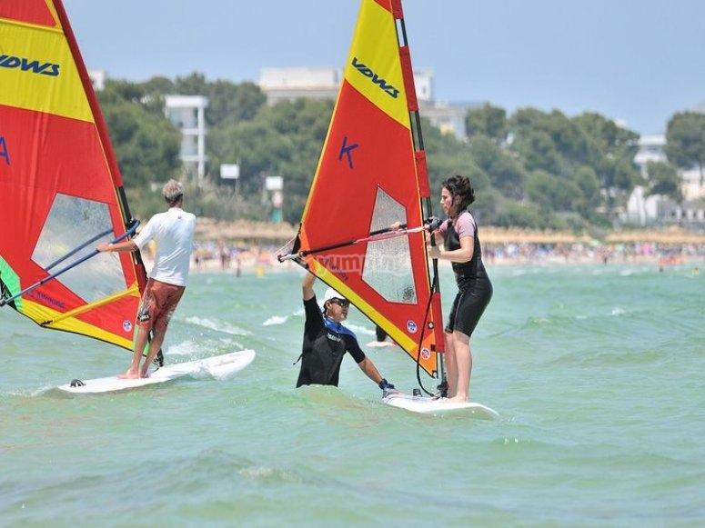 Disfruta del windsurf en Mallorca