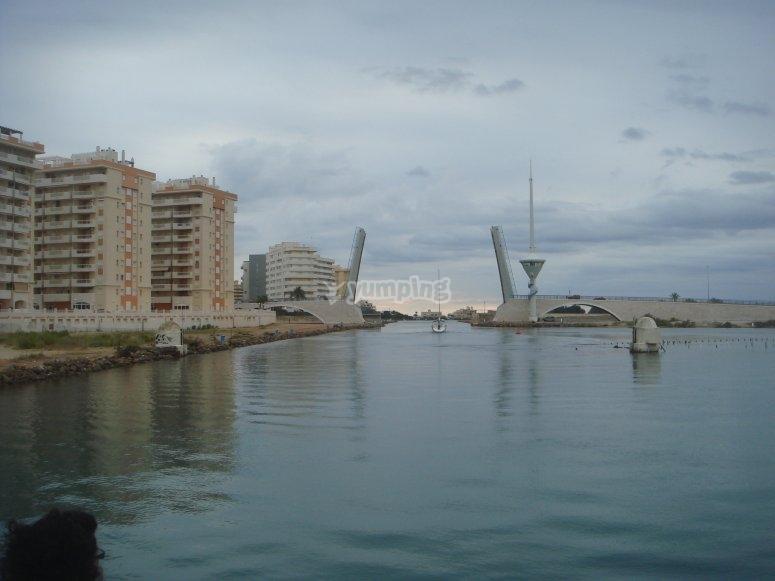 Mar Menor和Levadizo Bridge的出口。