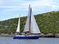 我们的帆船在Isla Perdiguera前面。