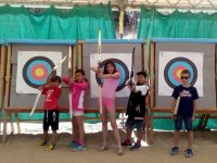 Aiming with bows and arrows