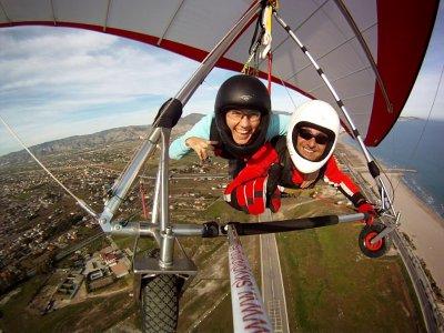 通过卡斯特利翁的双人悬挂式滑翔飞行
