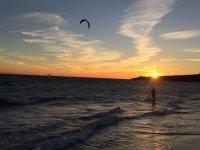 日落时放风筝
